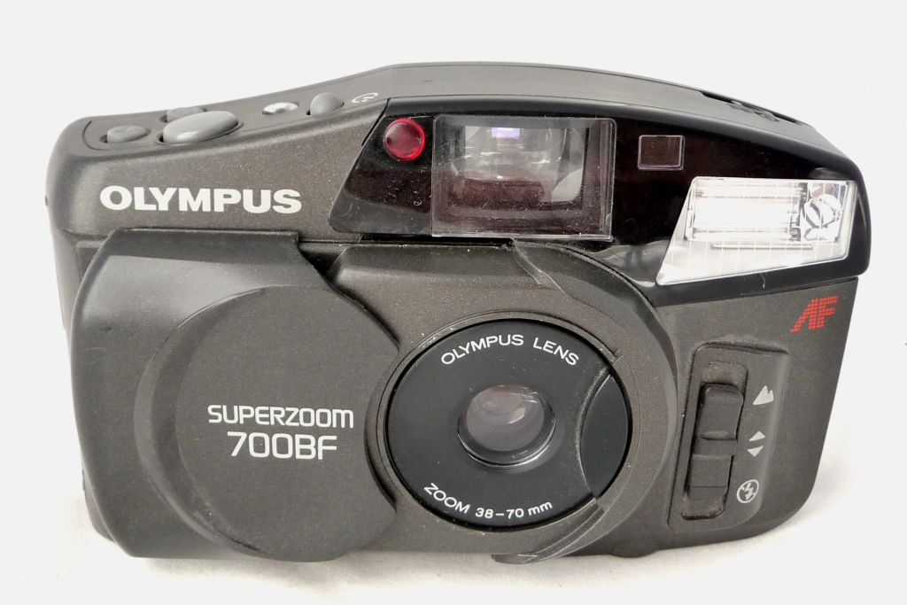 OLY 1394 - OLYMPUS SUPERZOOM 700BF (1997)35 mm 24x36; Zoom 35-70; Programm